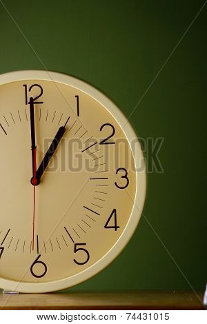 An analog clock at one o'clock position