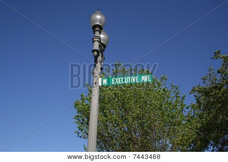 Executive Ave street sign