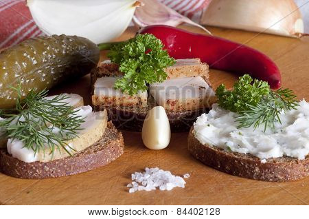 Sandwiches With Salted, Spiced And Spread Lard