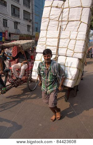 Delhi, India - November 5: Unidentified Man Pulls Cart With Goods On November 5, 2014 In Delhi, Indi