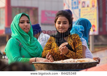 Delhi, India - November 5: Unidentified Women Cook During Guru Nanak Gurpurab Celebration On Novembe