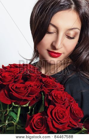Portrait of beautiful young woman with a bouquet of flowers