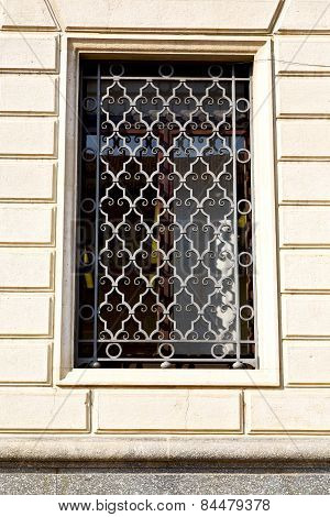 Shutter Europe  Italy         In  The Milano Old   Window Closed Brick    Abstract Grate