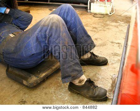 garage-man