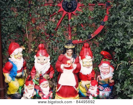 Snow White and the Seven Dwarfs in a garden of the fairy tale town Steinau a.d.Straße, Germany