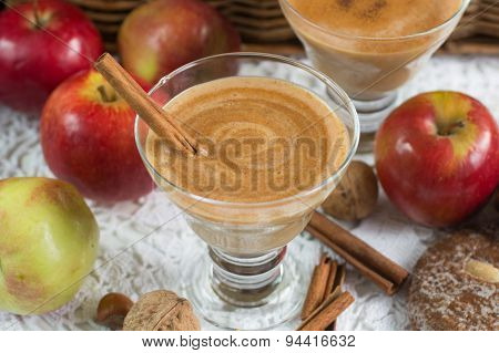 Apple smoothie with cinnamon. Diet drink. Healthy nutrition. Soft focus