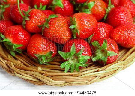 Ripe strawberries in wicker tray, closeup