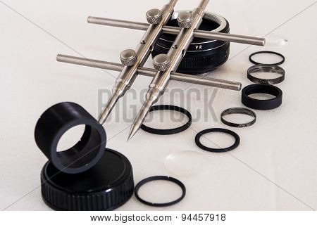 Lens repair with spanner tool on isolated