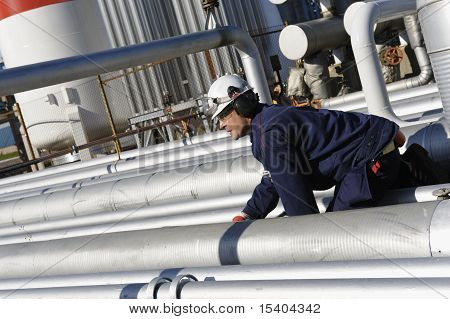 oil-worker and pipelines