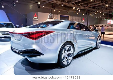 Moskau, Russland august 25: grau blau Sport Auto Hyundai ich in Moskau Internationale Ausstellung fließen