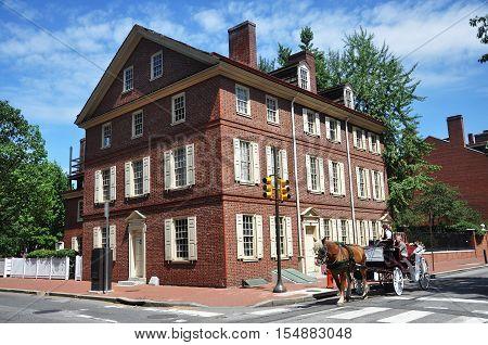 PHILADELPHIA - AUG 14, 2010: Horse drawn carriage tours in Old City, Philadelphia, Pennsylvania, USA.