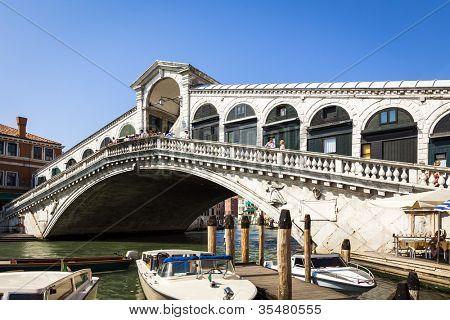 An image of the famous Rialto Bridge in Venice Italy