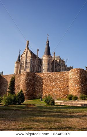 Roman Walls And Episcopal Palace, Astorga