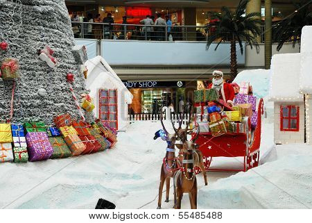 CHRISTMAS SHOPPING DECORATION