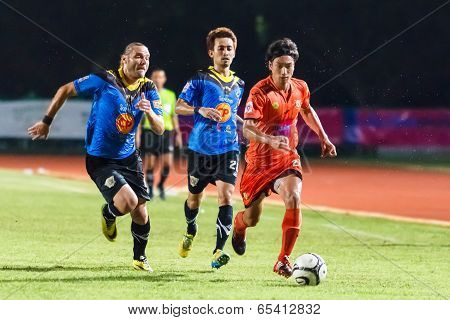 Sisaket Thailand-may 21: Teruzaku Tanaka Of Sisaket Fc. (orange) In Action During Thaicom Fa Cup Bet