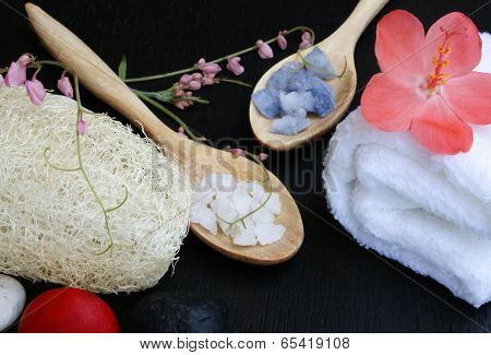 Natural Luffa Sponge , Spa Salt And White Towel