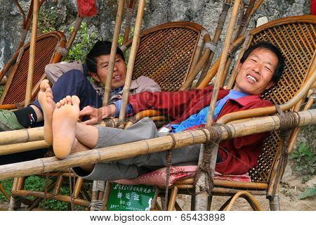 Hunan, China - Oct 15, 2009: Palanquin Bearers Are Waiting For Visitors In Heng Mountains. Palanquin