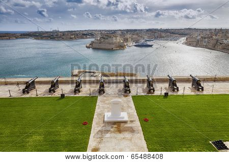 Skyline of the Maltese capital city Valletta. The Saluting Battery of La Valletta and Fort St. Angelo of La Vittoriosa in Malta.