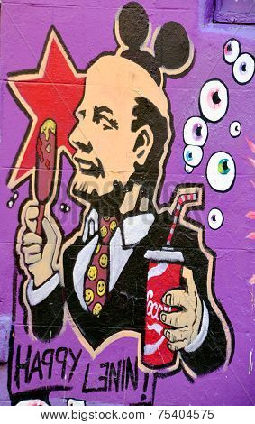 Street art Montreal Lenin VS capitalism