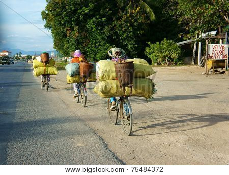 Asian Woman Ride Cycle, Transfer Overload