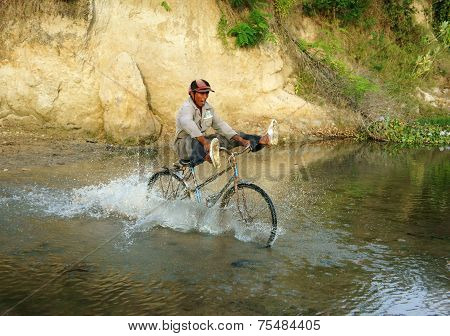 Bike Cross Stream, Vietnamese Countryside
