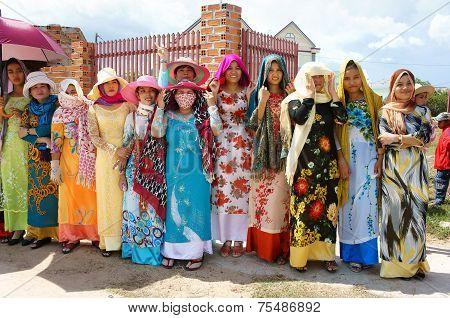 Vietnamese Woman, Tradition Dress, Kate Carnival