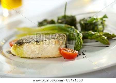 Halibut Fillet with Asparagus and Spinach