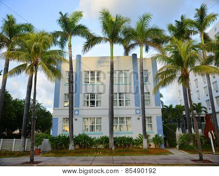 Art Deco Style Heathcote in Miami Beach