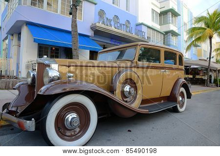 Antique Car in front of Park Central Hotel