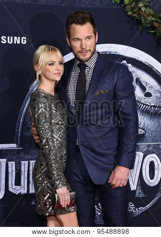 LOS ANGELES - JUN 09:  Anna Faris & Chris Pratt arrives to the