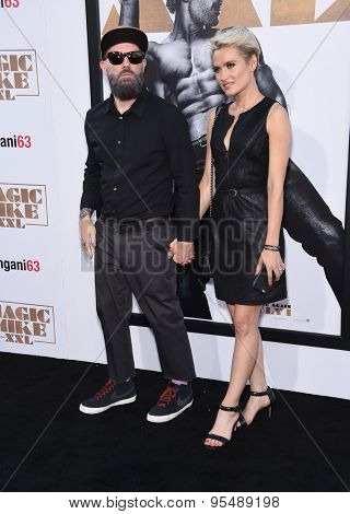 LOS ANGELES - JUN 25:  Fred Durst & Kseniya Beryazina arrives to the
