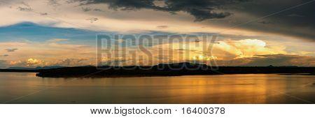 Río Nilo al atardecer, Uganda