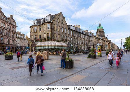 Intersection Queensferry Street, Lothian Road In Edinburgh
