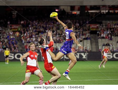MELBOURNE - SEPTEMBER 12: Josh Hill leaps for the ball in the AFL second semi final - Western Bulldogs vs Sydney Swans, September 2008