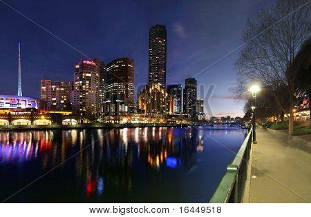 Southbank y por la noche al río Yarra Melbourne