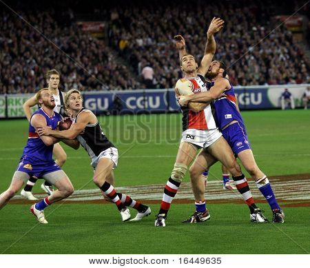 MELBOURNE - SEPTEMBER 18: A strong ruck contest between Ben Hudson (R) and Stephen King - Preliminary Final, September 18, 2009 in Melbourne, Australia.