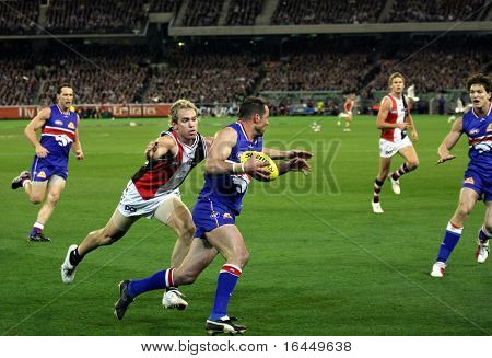 MELBOURNE - SEPTEMBER 18: Jason Gram (L) of St Kilda tries to tackle Brad Johnson of the Western Bulldogs - Preliminary Final, September 18, 2009 in Melbourne, Australia.
