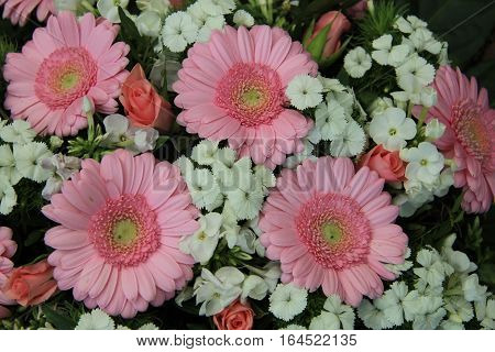Mixed bridal flowers in various shades of pink