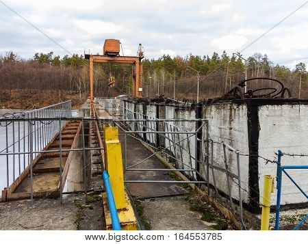 Old Crumbling Dam Across The River, A Crossing Over The Dam Road, Limited Concrete Fence, Reflectors