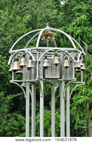 Metallic structure with dozens of automatic bells
