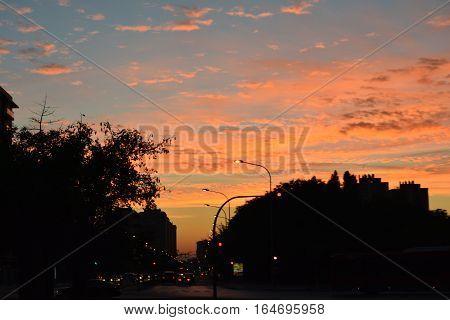 paisaje unico, atardecer en Valencia, colores preciosos, silueta de arboles