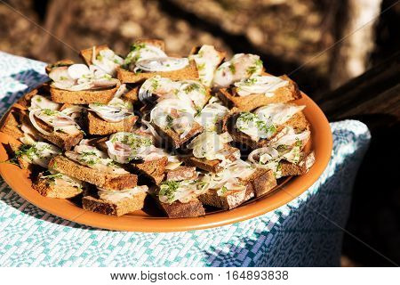 Snack with bacon and onions on bread.