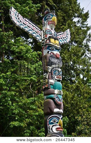 Native Totempfahl