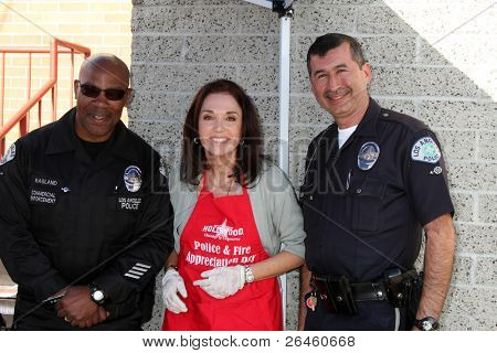 LOS ANGELES - NOV 30:  Stepfanie Kramer at the Hollywood Chamber Of Commerce 17th Annual Police And Fire BBQ at Wilcox Station on November 30, 2011 in Los Angeles, CA