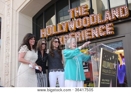 LOS ANGELES - AUG 22:  Valerie Bertinelli, Betty White,  Wendie Malick, Jane Leevesat the ceremony for Valerie's Hollywood Walk of Fame Star at Hollywood Blvd. on August 22, 2012 in Los Angeles, CA
