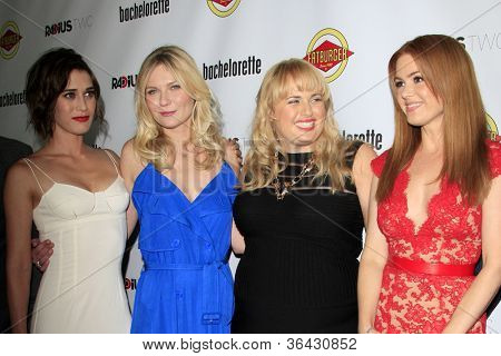 LOS ANGELES - AUG 23:  Lizzy Caplan, Kirsten Dunst, Rebel Wilson, Isla Fisher arrives at the