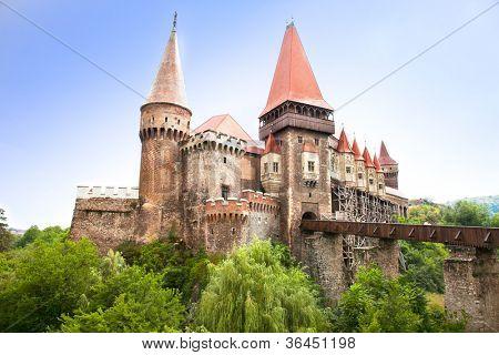 El castillo de Hunyad. Castillo medieval de estilo gótico-renacentista en Hunedoara (Transilvania).  Castelul Huniaz