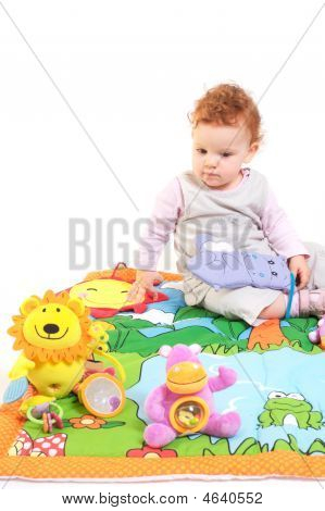Pelirroja bebé jugando