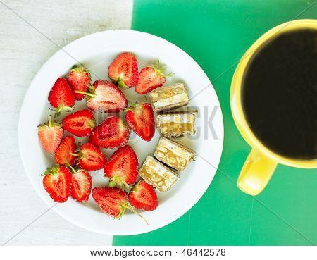 Desayuno veraniego - fresa, Chocolate y té