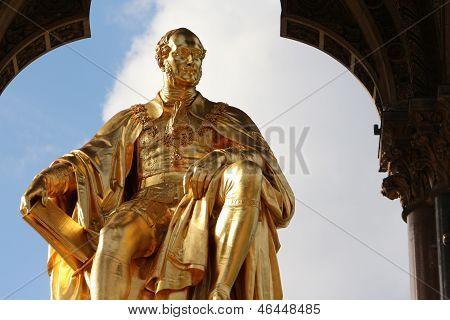 Estátua do príncipe Albert dourado